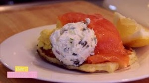 Assiette Norvégienne: Blinis Maisons, Oeufs Brouillés, Petite Crème Acidulée …